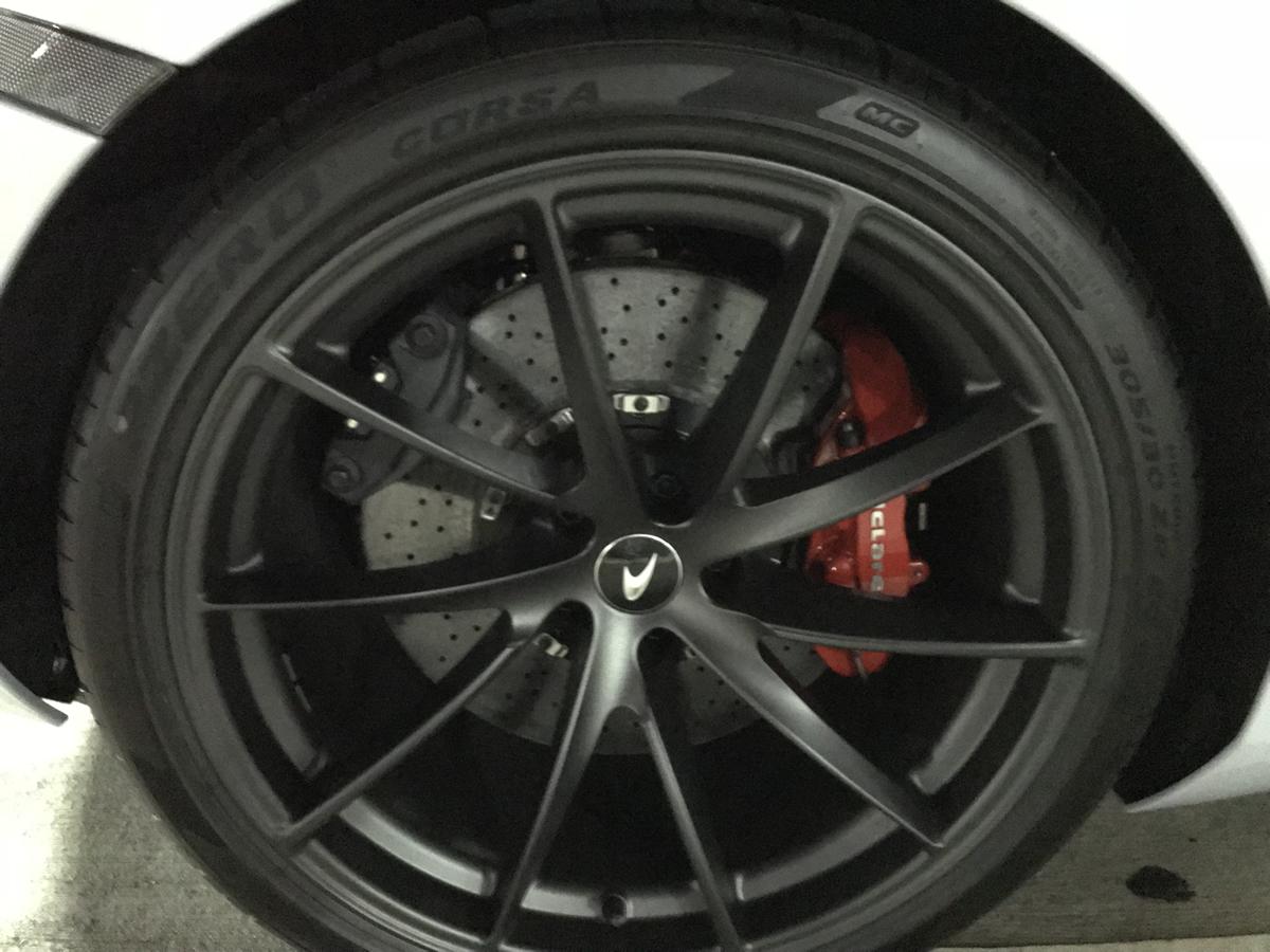 マクラーレン720S、タイヤとホイール