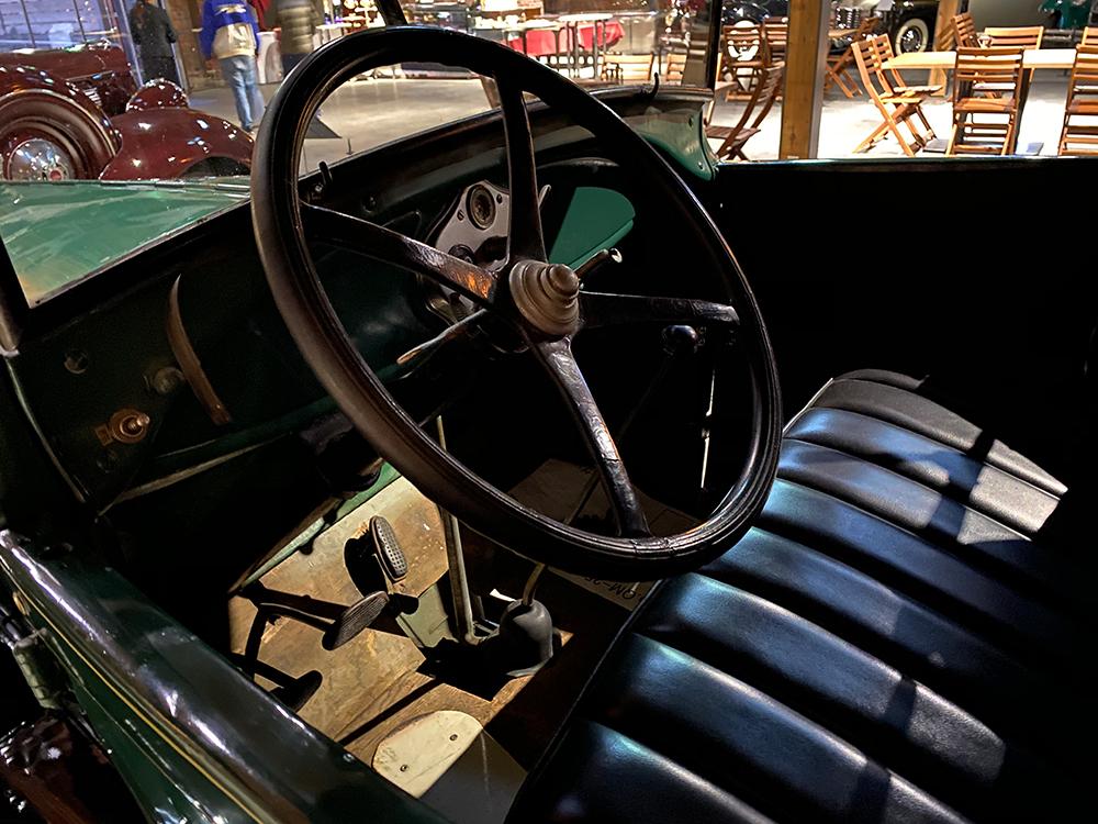 ジーライオンミュージアムに行ってクラシックカーを見てきた その12